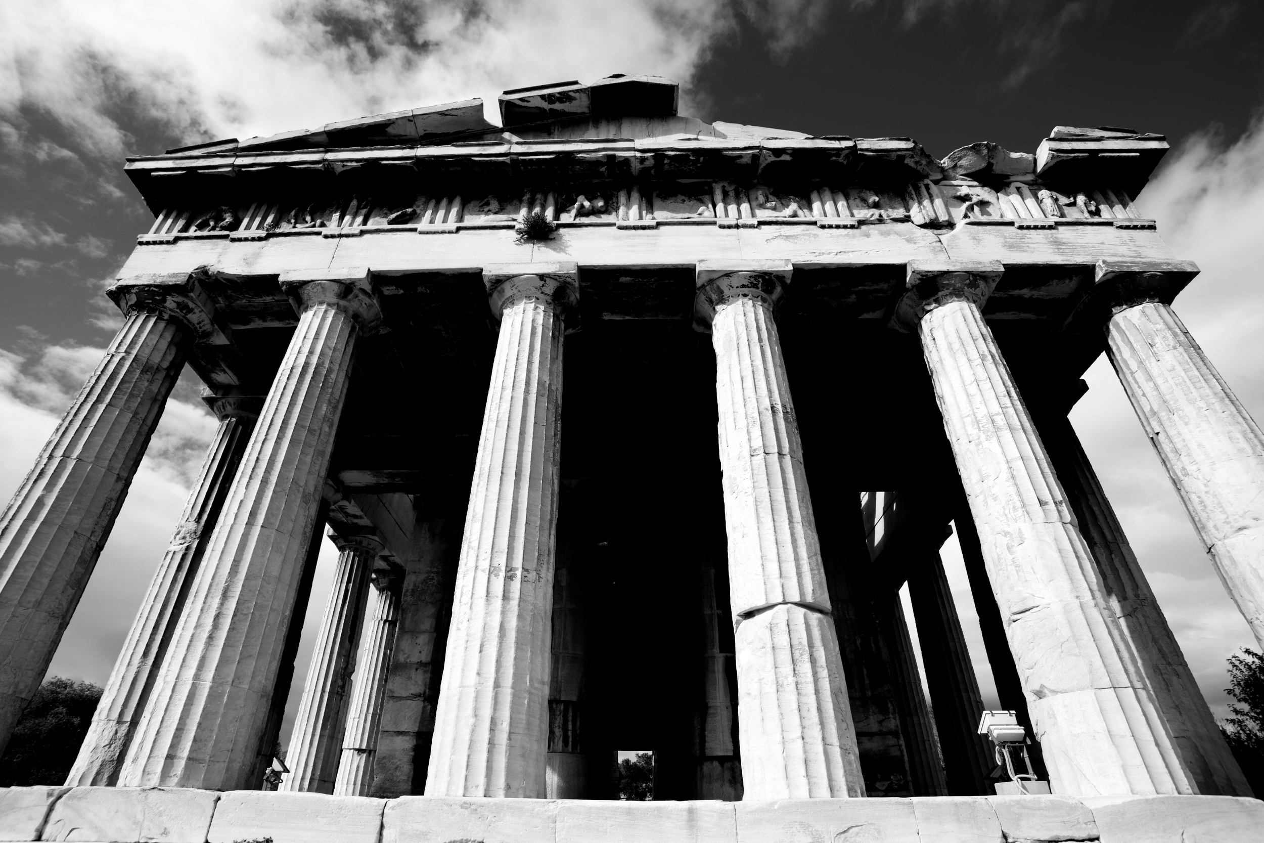 Mono front colonnade of Temple of Hephaistos.jpg