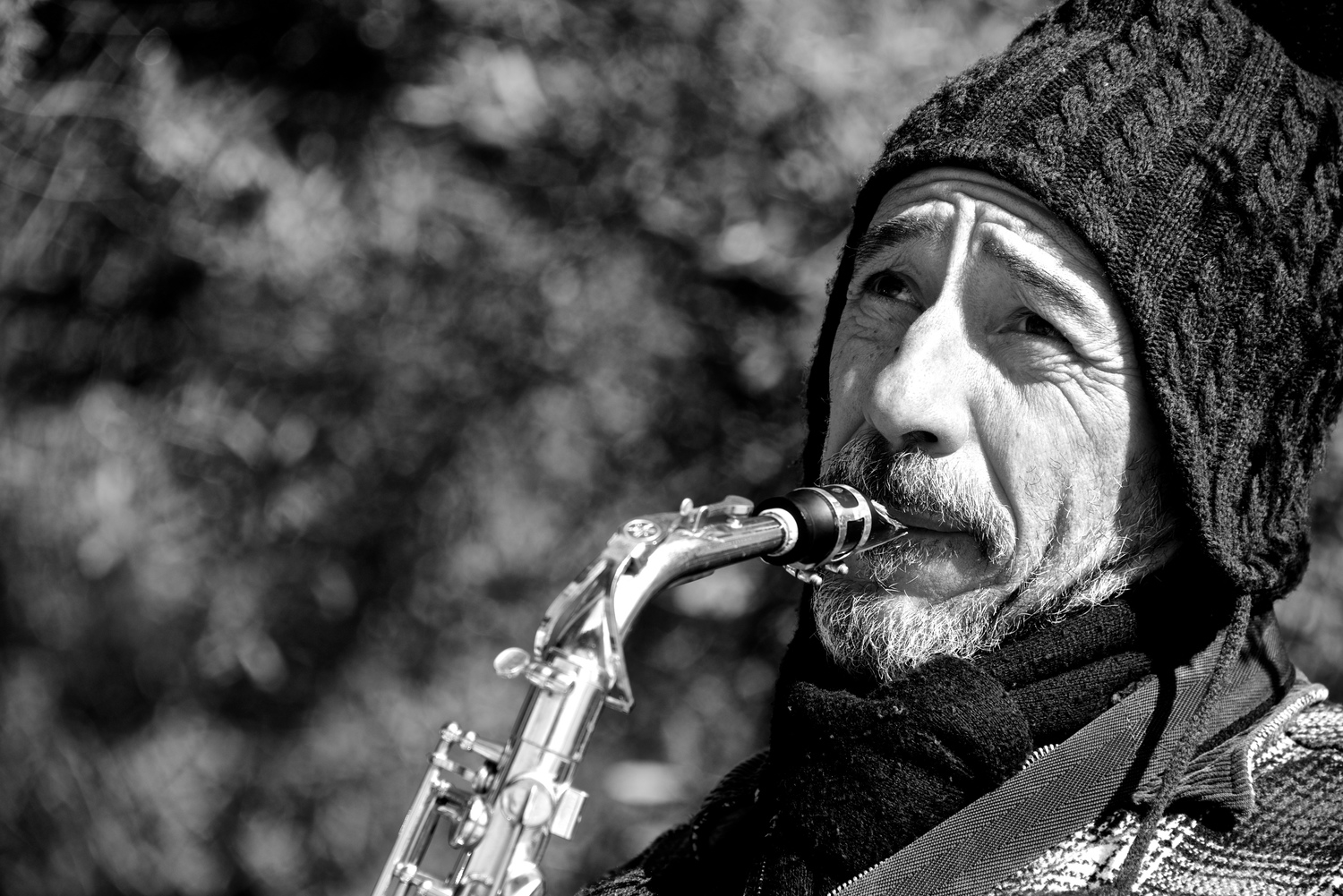 Mono close-up of bearded saxophonist in hat.jpg