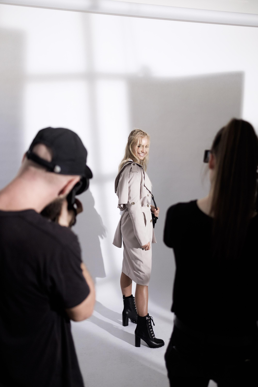 Witchery White Shirt - BTS Elyse Knowles-03-27__Z013063.jpg