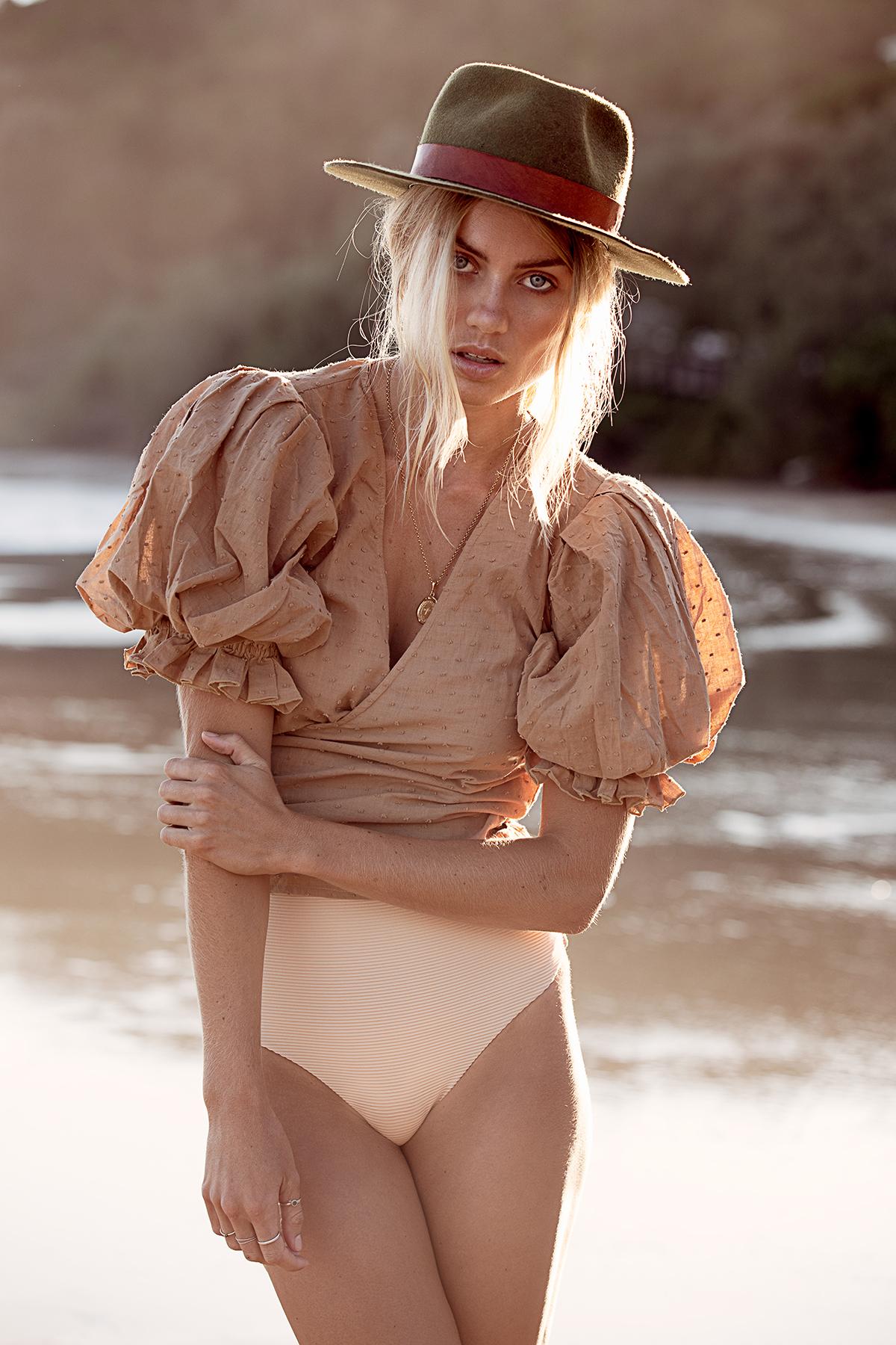 Elyse Knowles by Lauren Schulz