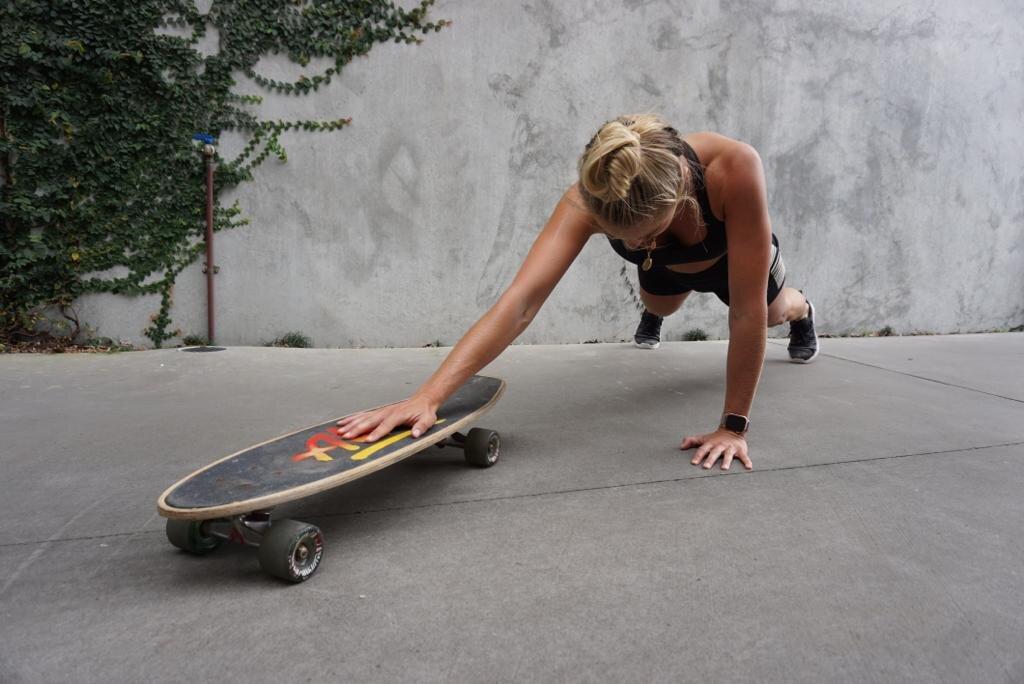 Elyse Knowles Skateboard Workout 2019 5.jpg