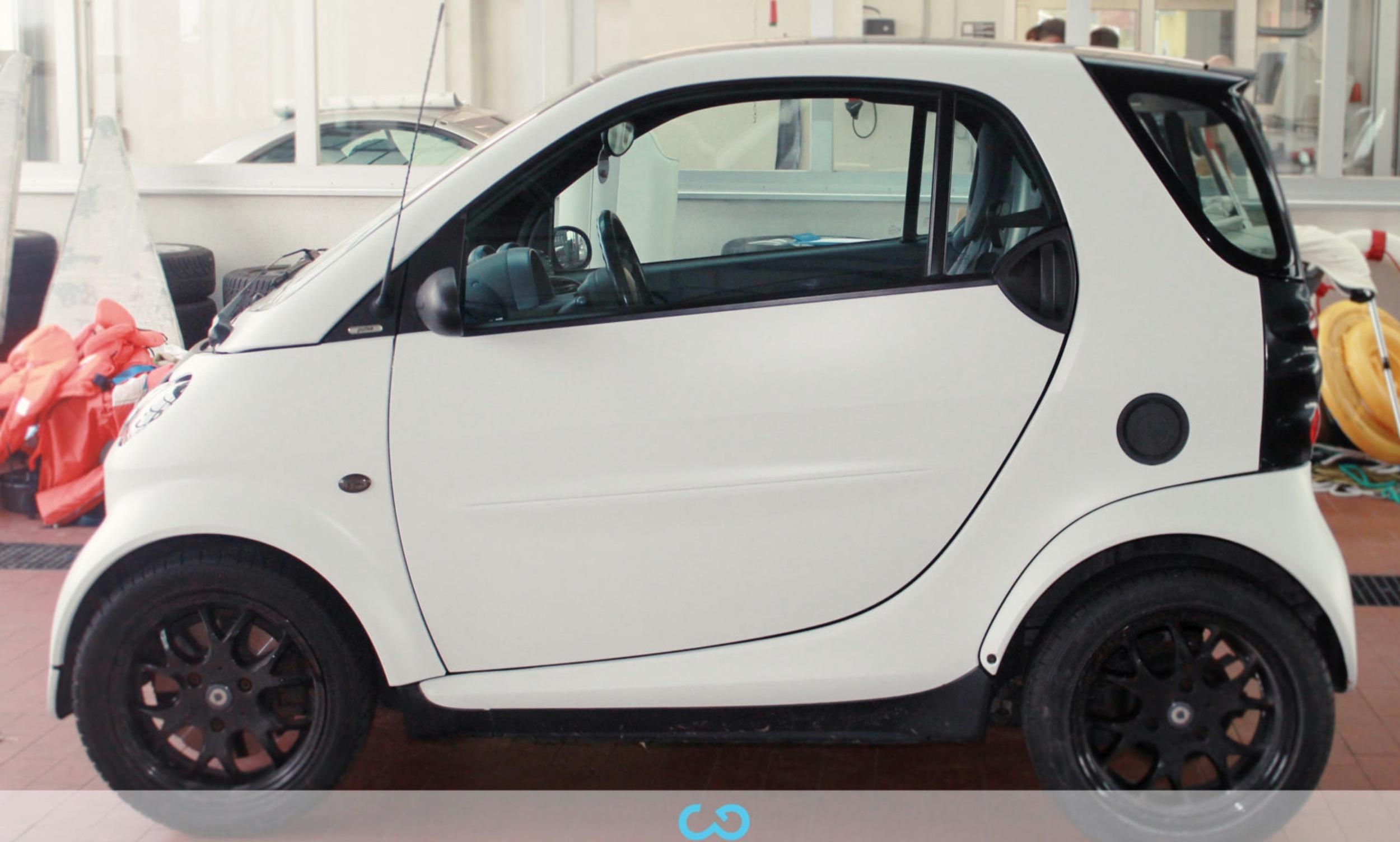 autofolierung-car-wrapping-3-vollfolierung-teilfolierung-carbonfolie-smart-weiss-2012-10-12-2.jpg