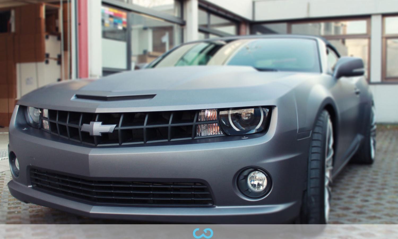 autofolierung-car-wrapping-8-vollfolierung-grau-teilfolierung-carbon-dach-motorhaube-chevrolet-camaro-2013-04-15-6.jpg