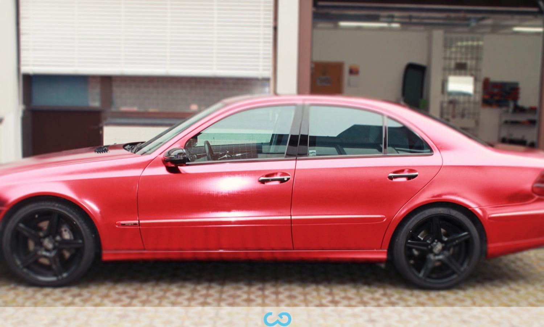 autofolierung-car-wrapping-9-vollfolierung-metall-geb#U00fcrstet-rot-chrom-mercedes-e-reihe-2013-12-14-2.jpg