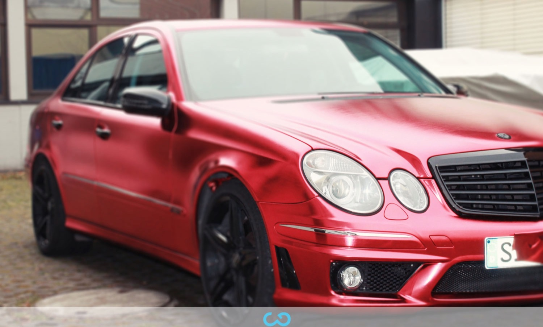 autofolierung-car-wrapping-9-vollfolierung-metall-geb#U00fcrstet-rot-chrom-mercedes-e-reihe-2013-12-14-4.jpg