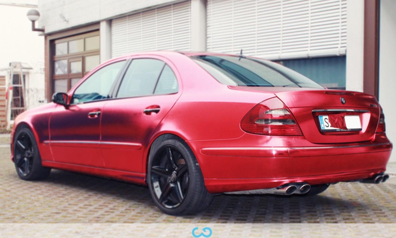 autofolierung-car-wrapping-9-vollfolierung-metall-geb#U00fcrstet-rot-chrom-mercedes-e-reihe-2013-12-14-1.jpg