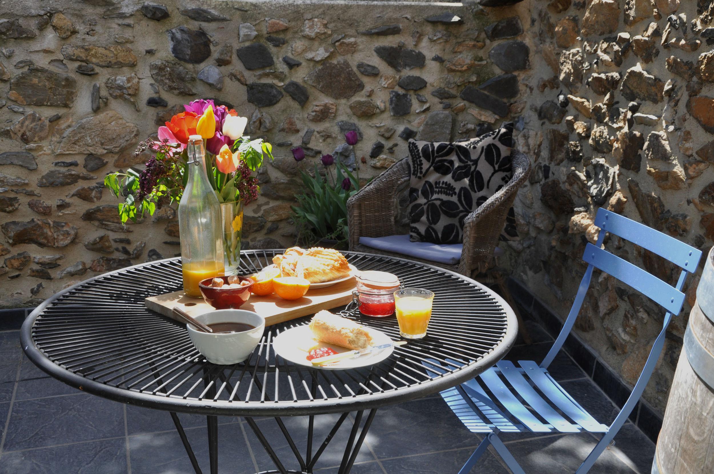 Terrace - Breakfast.jpg