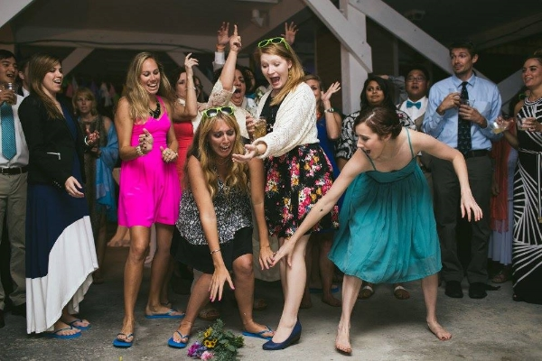Janeen beating Frances out for the bouquet toss at Emily's wedding (Photo: DreamPop Media)