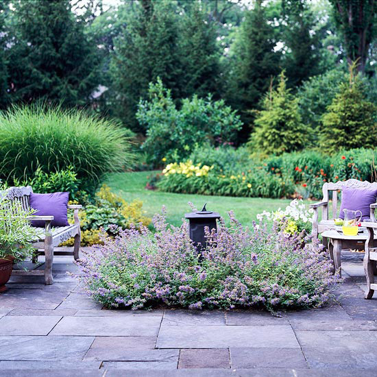 flowers+as+decor+in+an+outdoor+patio.jpg