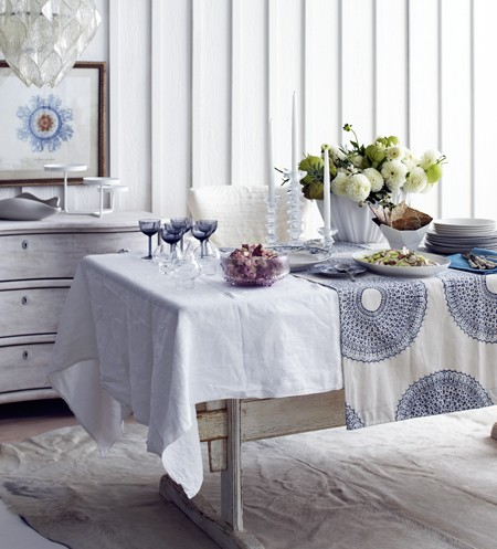 white+and+blue+tablecloth.jpg