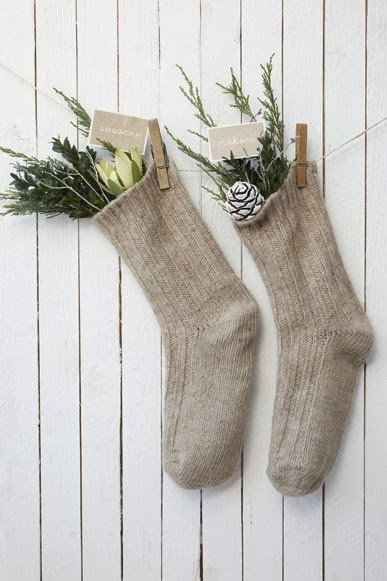 natural+and+simple+christmas+decorating.jpg
