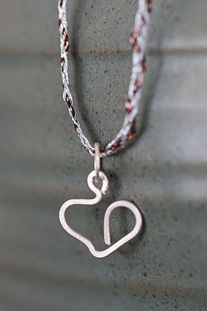heart_silver_necklace_1024x1024+-+Copy.jpg