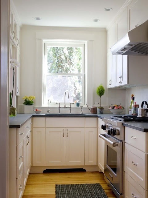 cute+galley+kitchen.jpg