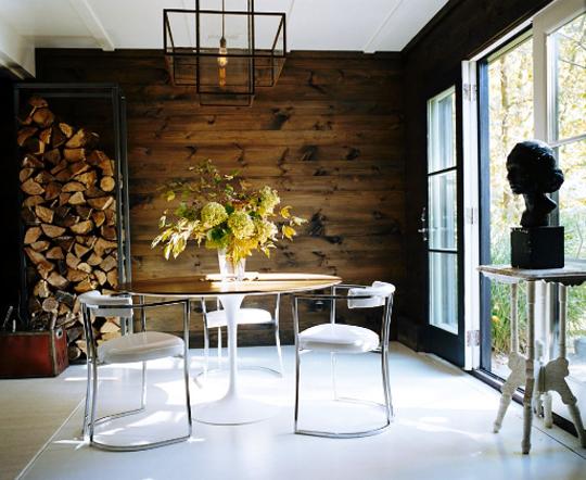 餐厅的质朴回收木墙