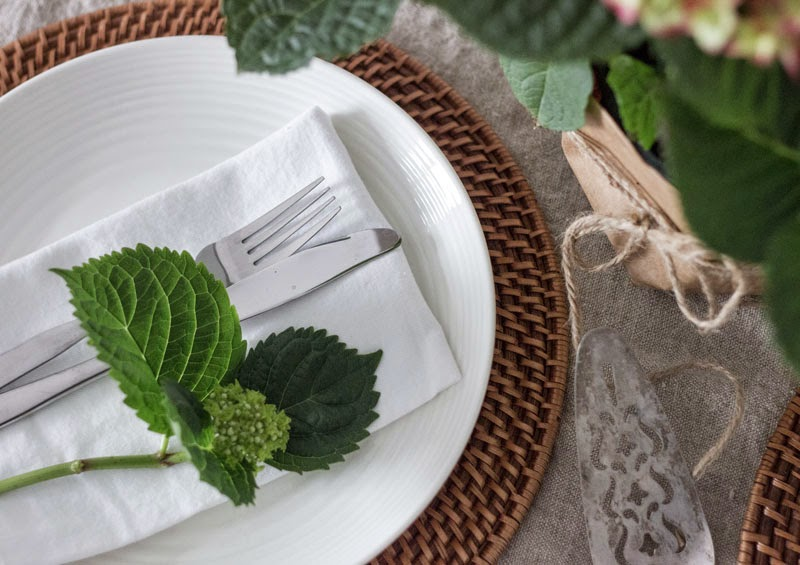 simple-Easter-place-setting.jpg