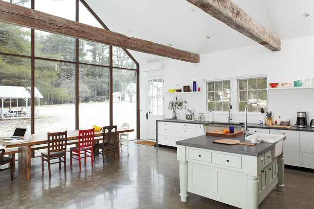 floating-farmhouse-kitchen-dining-area.jpg