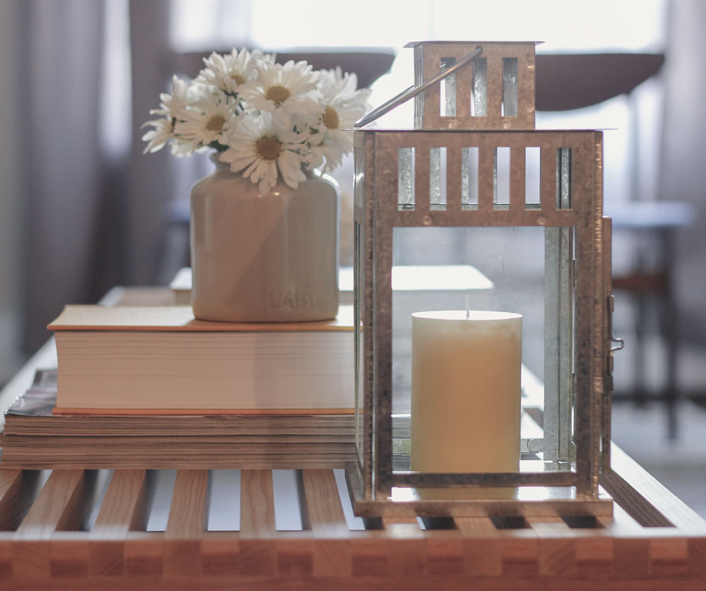 how to create a beautiful coffee table display