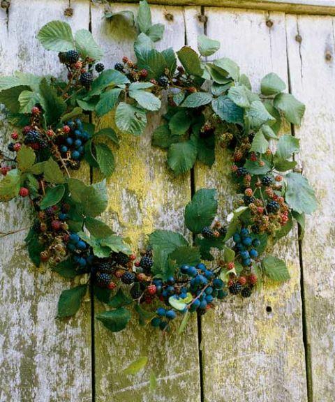 natuaral raspberry blackberry wreath