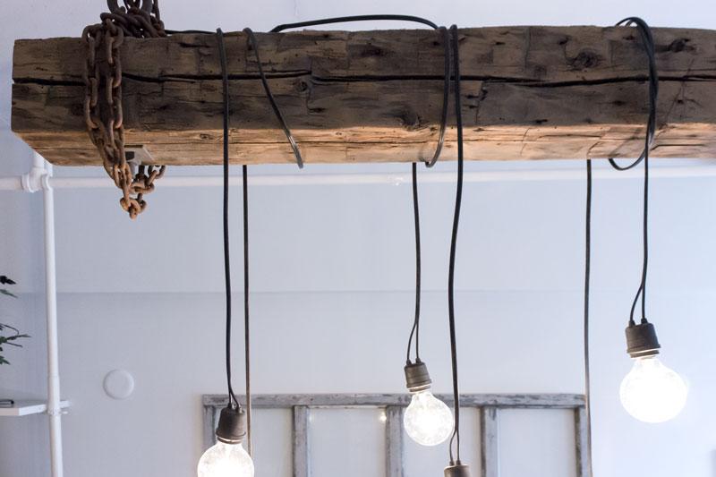 工业光束吊灯在加拿大手工制作的再生木材