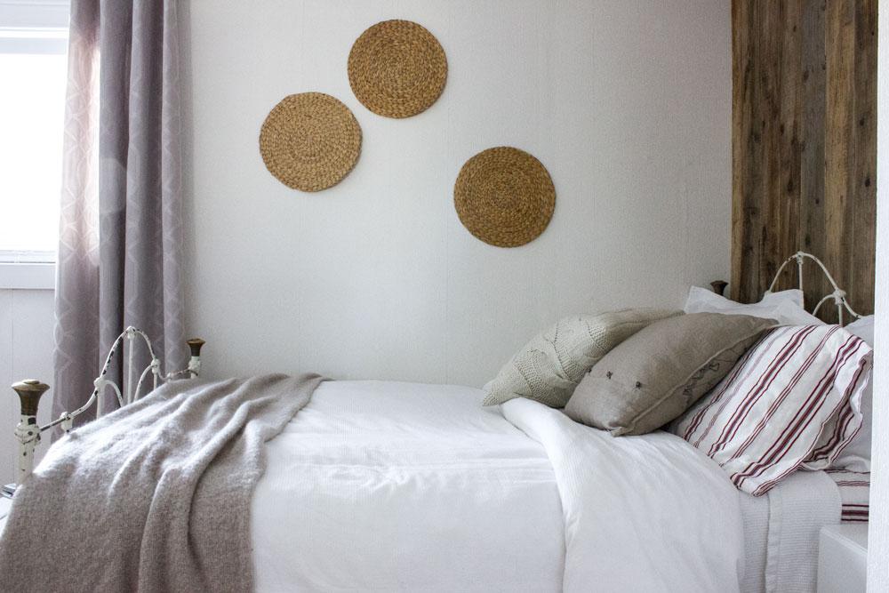romantic-vintage-guest-bedroom.jpg