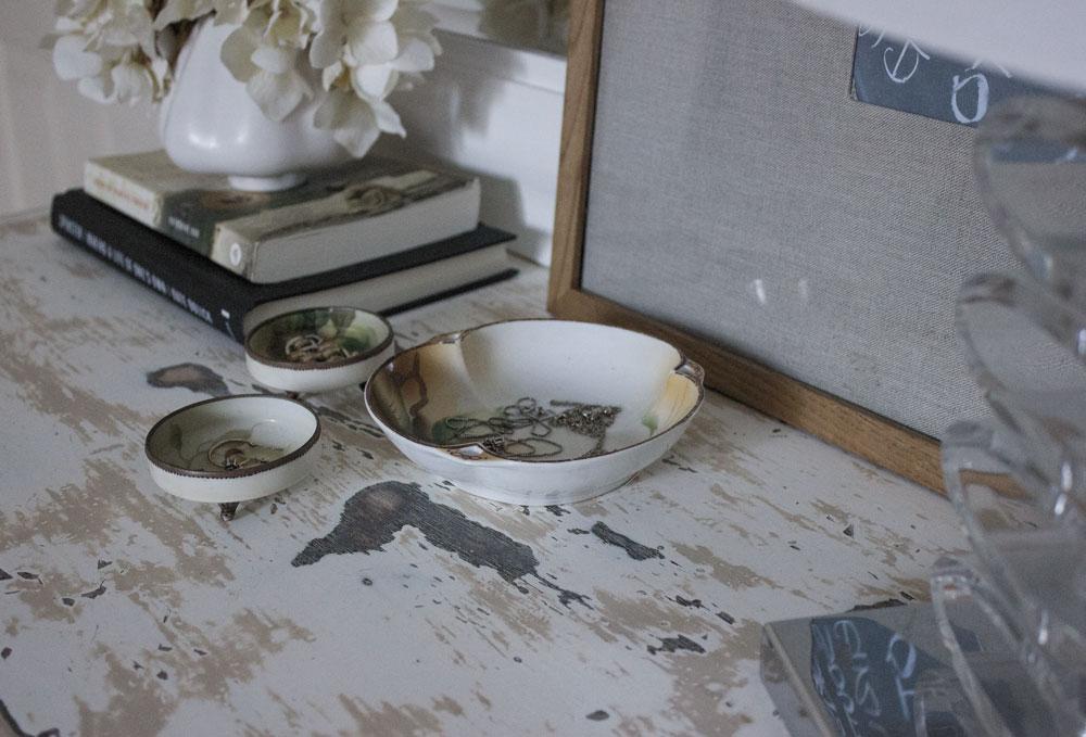 vintage-trays-on-dresser-for-organizing-jewellery.jpg