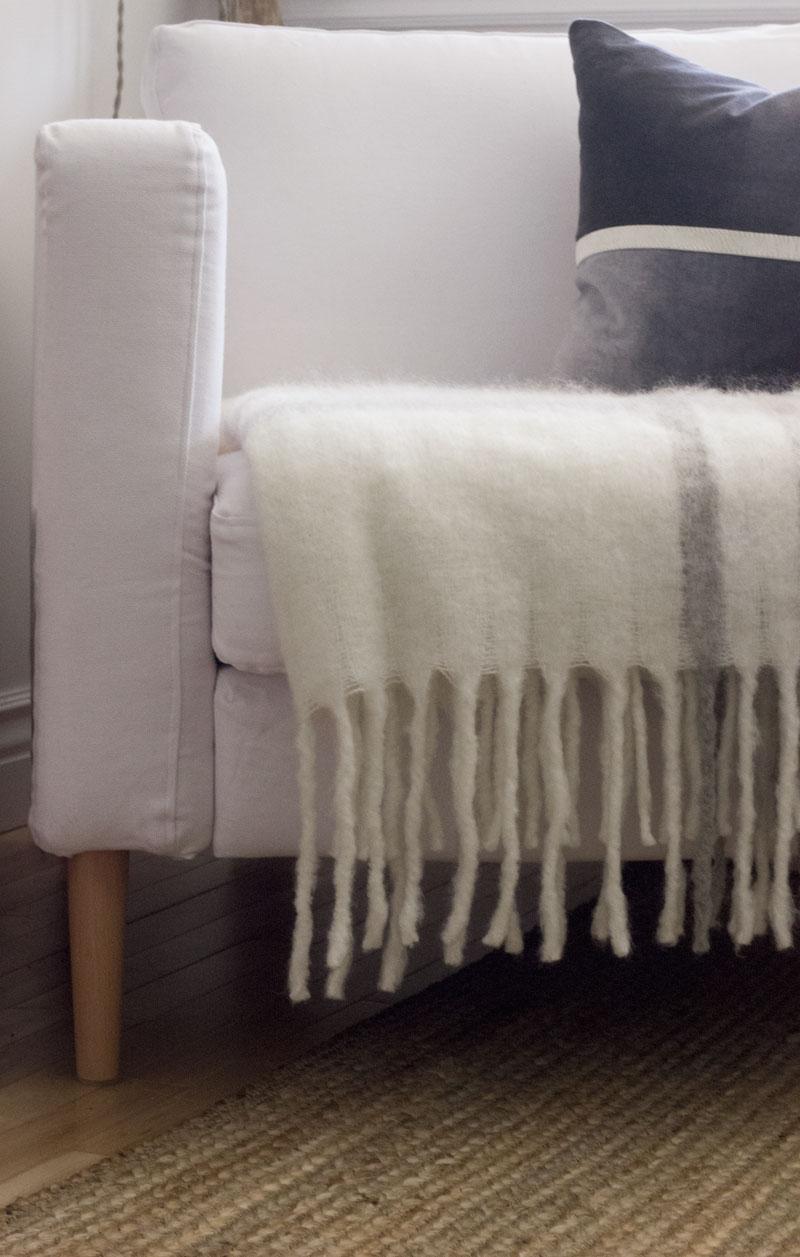 宜家-Karlstad-chair-with-Comfort-Works-cover.jpg
