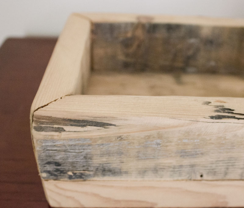 DIY tutorial for reclaimed barn board tray for table
