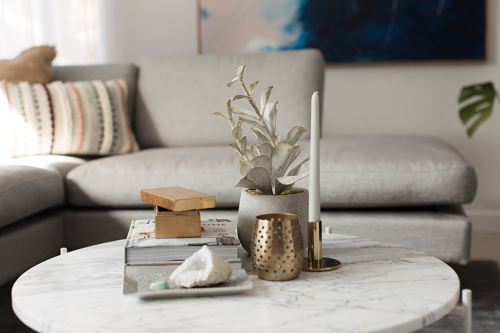 how to simply style a coffee table