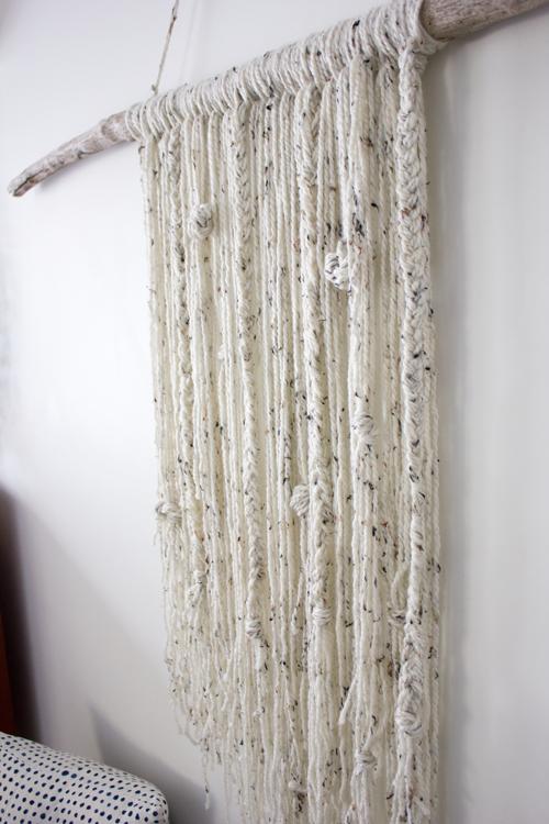 如何创建一个简单的纱线贴墙挂DIY