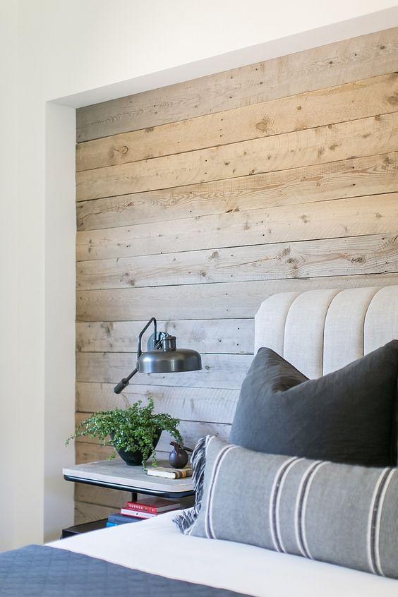 卧室的再生木墙面