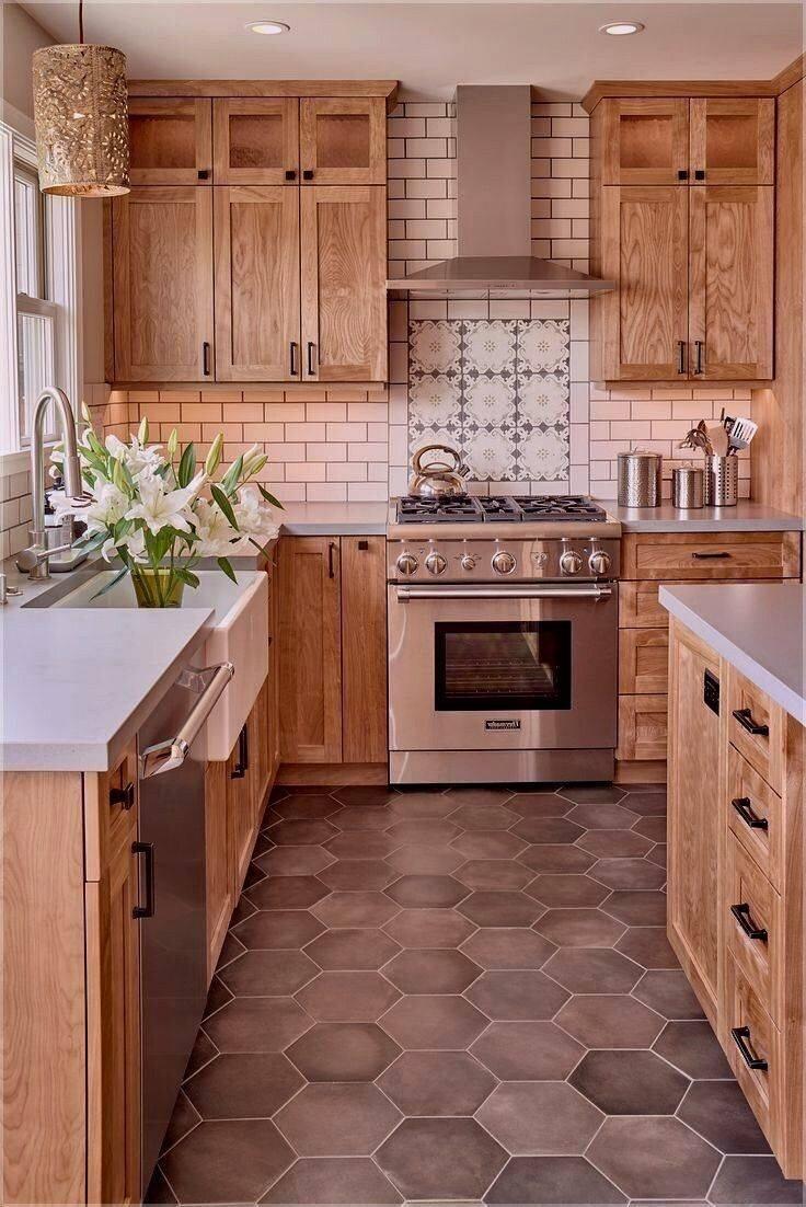 使陈旧的橡木厨房现代化
