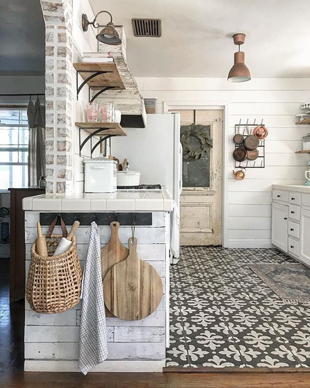 Farmhouse-Kitchen-Design-And-Deporting-Ideas-602.jpg