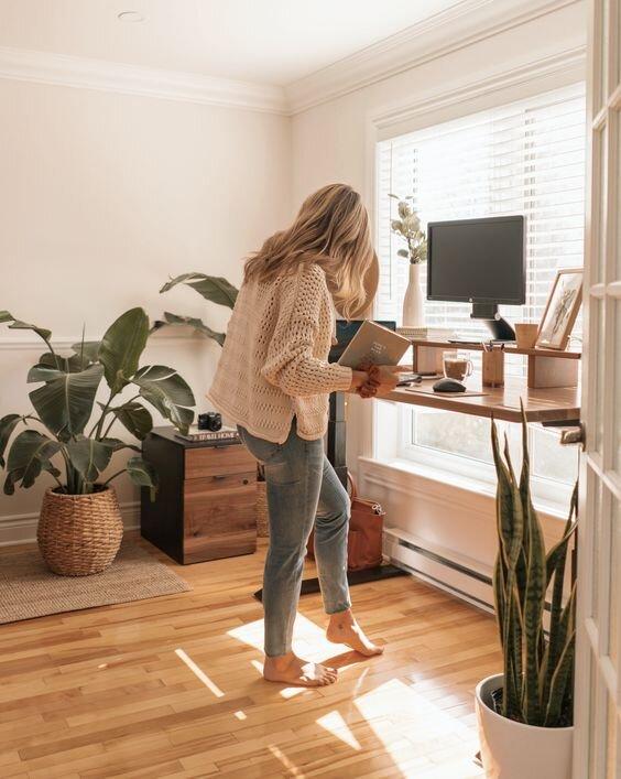 站立办公桌家庭办公室.jpg