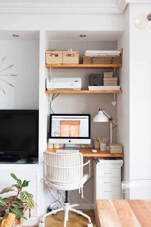 客厅里的小家庭办公室
