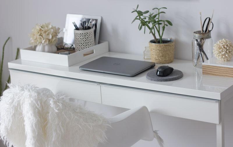 如何在客厅创建一个家庭办公室