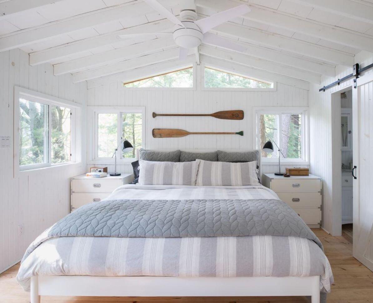 床上的桨作为装饰.jpg