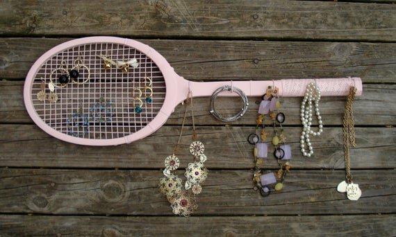 向上循环的网球拍首饰架.jpg