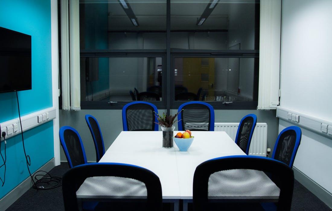 1492520130060-meeting-room.jpg