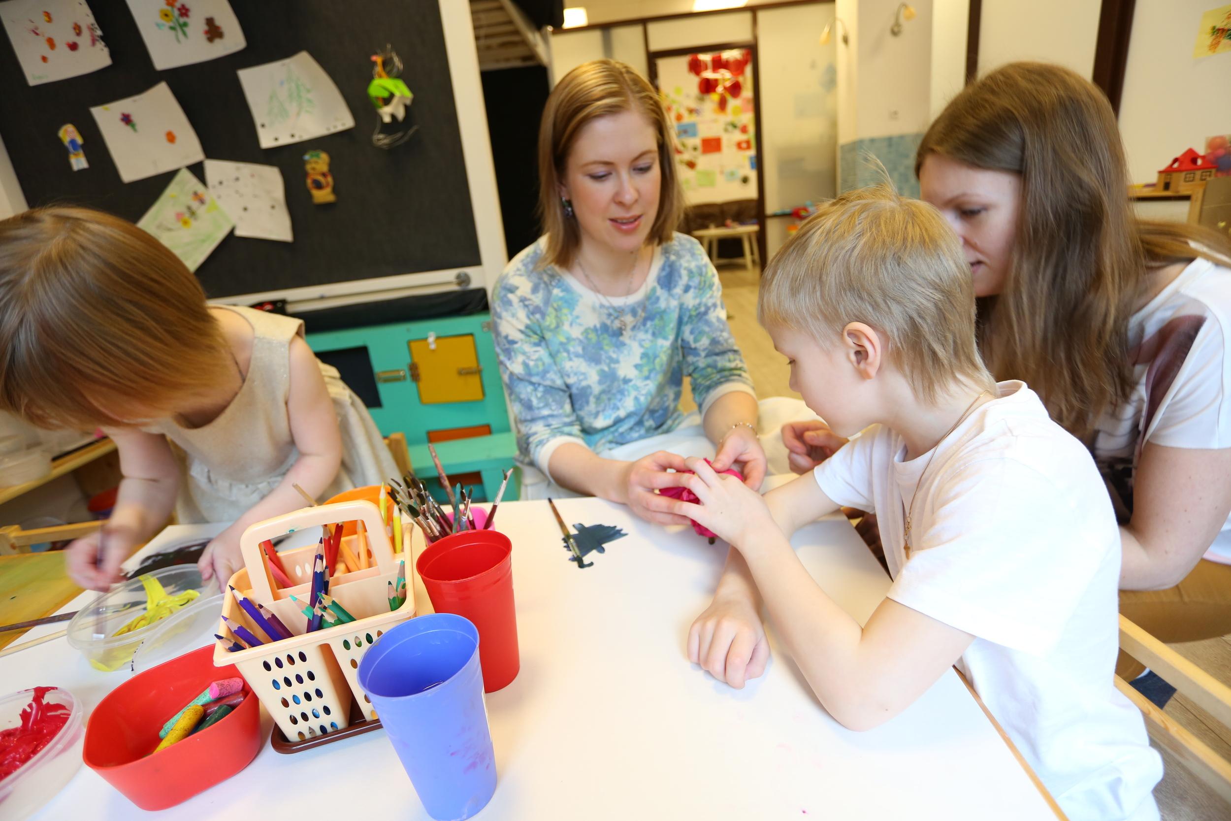 Сообщество обеспечивает детям деревню привязанностей