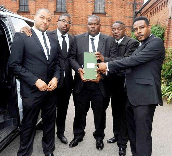 amy-winehouse-bodyguards.jpg