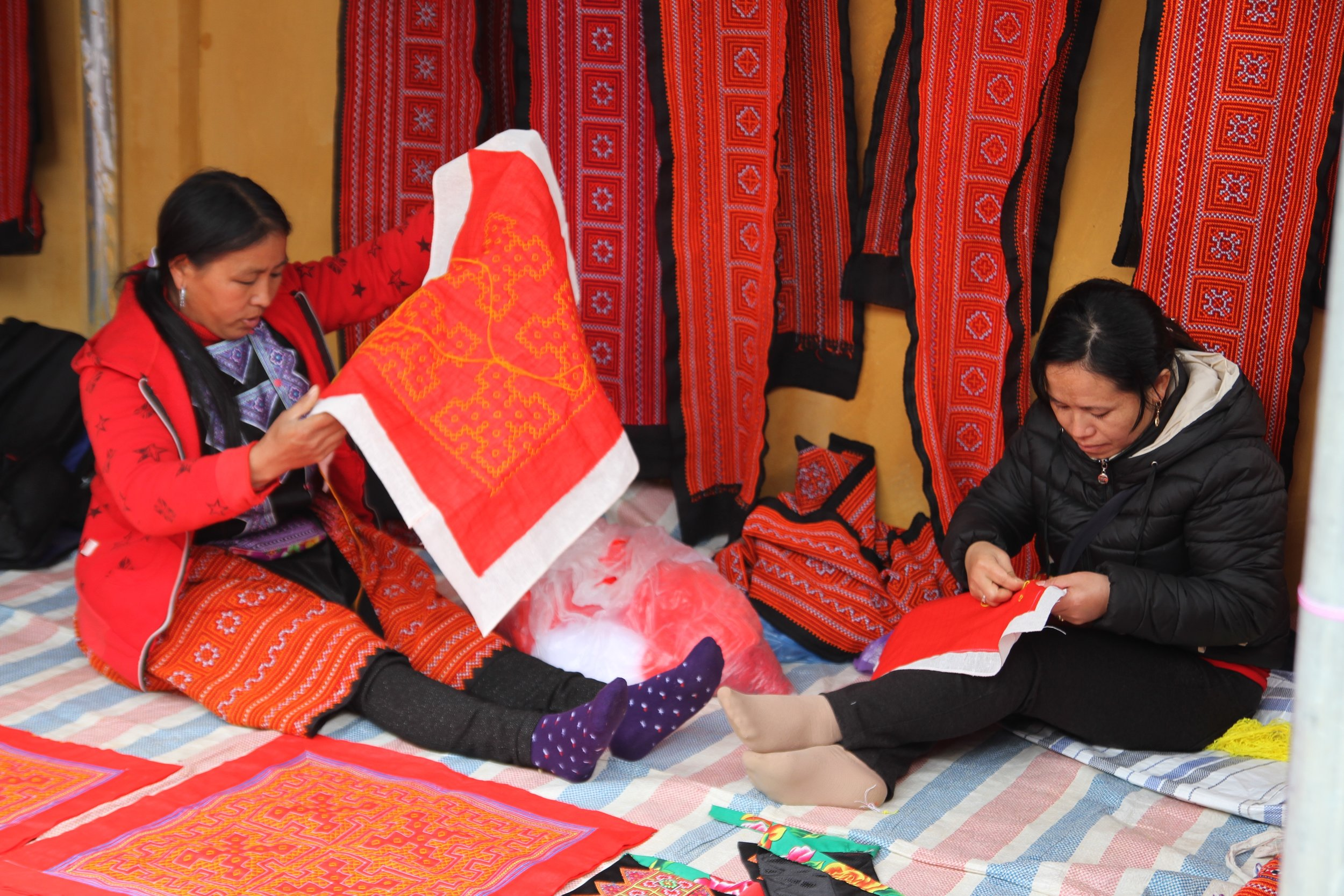 Women embroider and sell at the market, Loi Chai