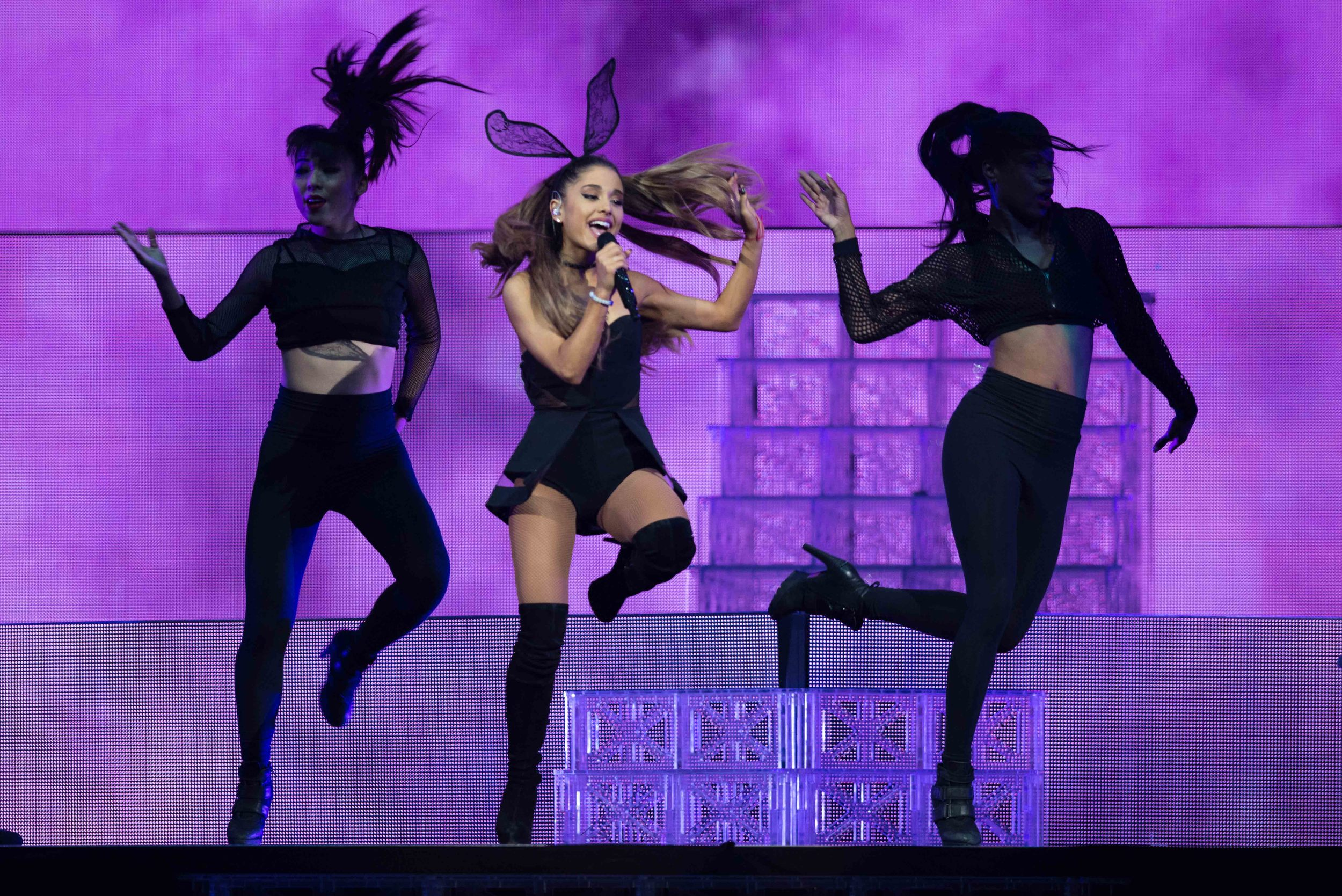 Ariana Grande 2015_0723-1-2.jpg