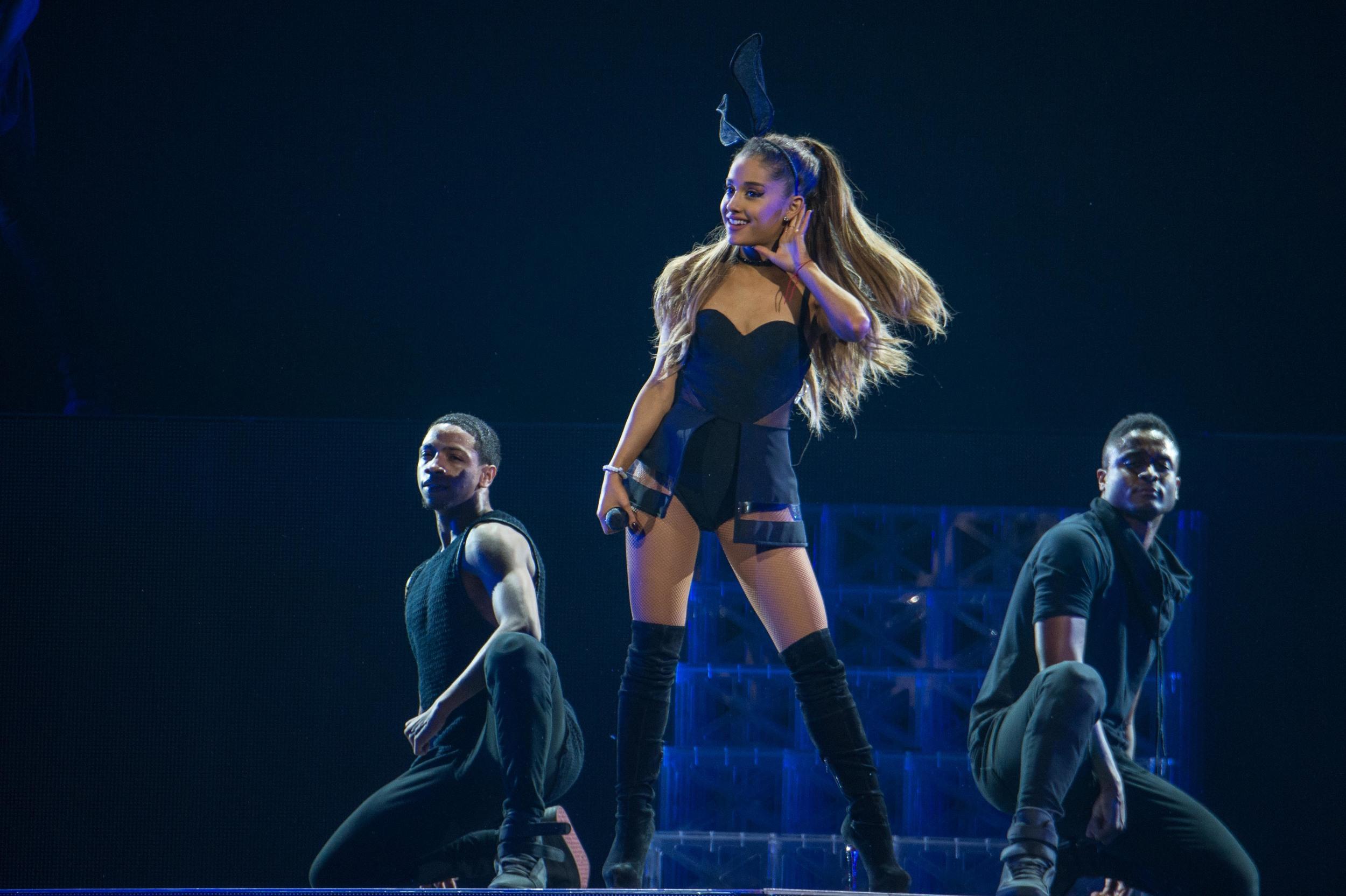Ariana Grande 2015_0723-12.jpg