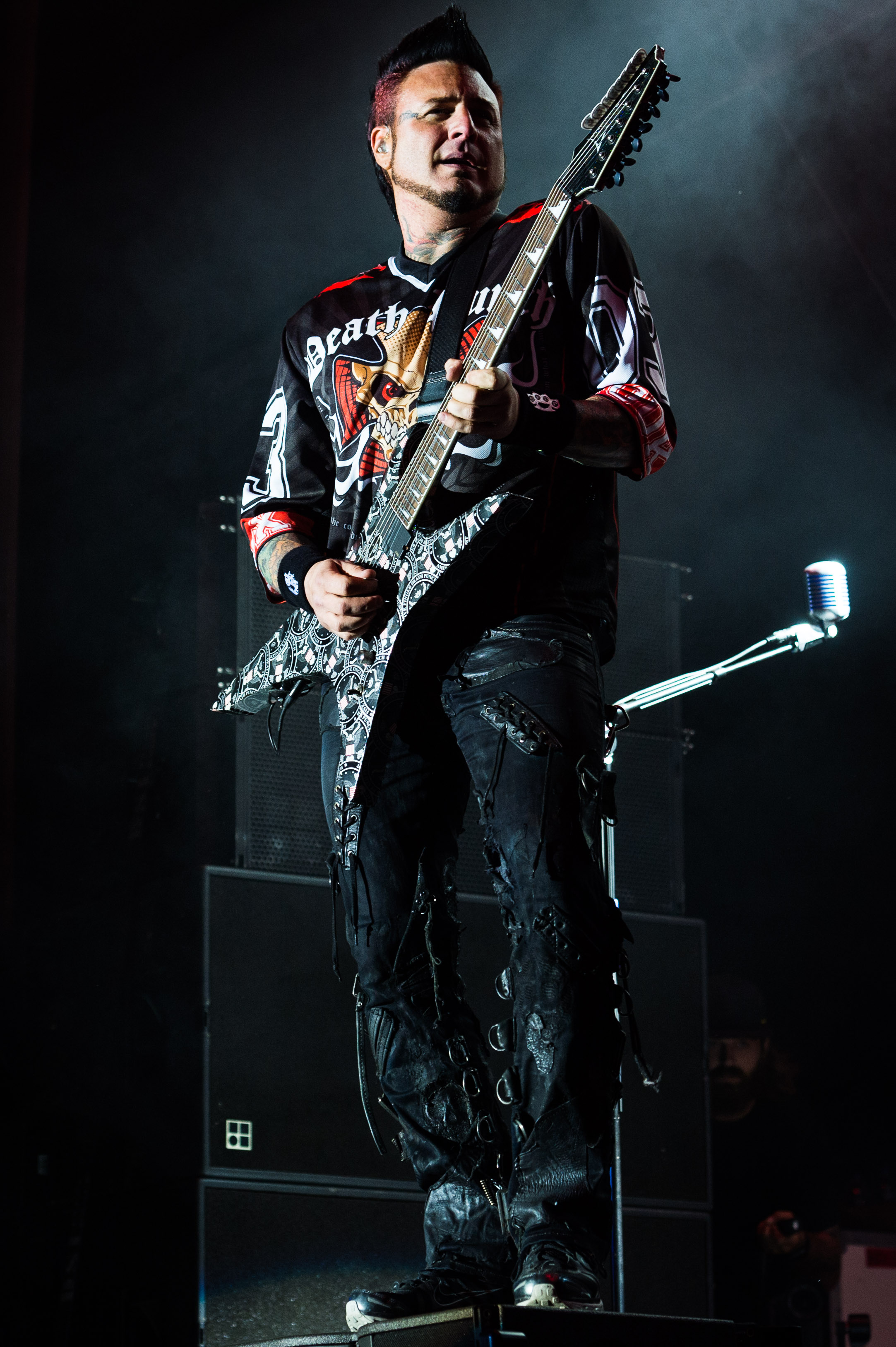 Five Finger Death Punch Sep 30 2017-33.jpg
