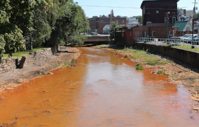 Shamokin_Creek_polluted_Shamokin,_Pennsylvania.JPG