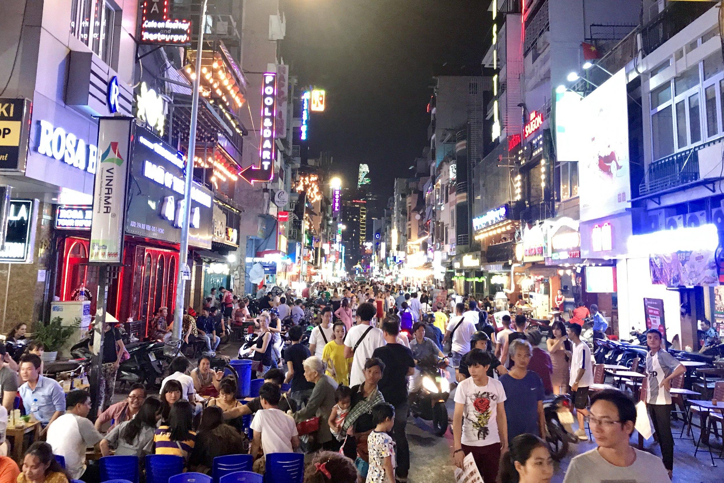 Bùi Viện street, crazy at night