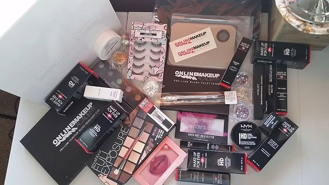 It never gets old welcoming our new students with their very own complimentary professional #makeupkit full of industry leading brands and products #MakeUpForEver, #Inglot, #Smashbox, and more that will help them kickstart their education and carry on into their professional career. This #MasterMakeupKit is for our new Master #MakeupArtist student @blbmakeup! 💄❤ Repost @blbmakeup  Oh hey. Your girl is officially a student with @onlinemakeupacademy! 😉 shown here is the Master Course Makeup Kit. Can't wait to get started and be certified! 😍