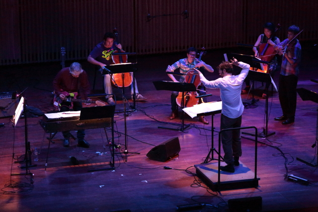 "de Ridder conducting Lee Ranaldo's ""Hurricane"" with s t a r g a z e and Berlin's  Kaleidoskop  at the Holland Festival (2013)"