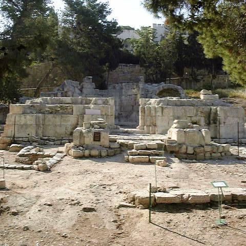 Emmaus_Nicopolis_basilica.jpg