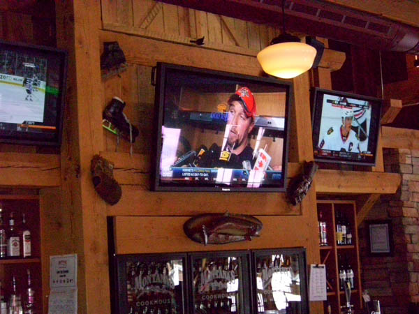 Multiple screens are easily installed and enhance the atmosphere in a bar area.